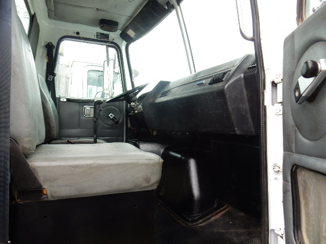 95 VOLVO GRAPPLE 8597 INTERIOR (1)
