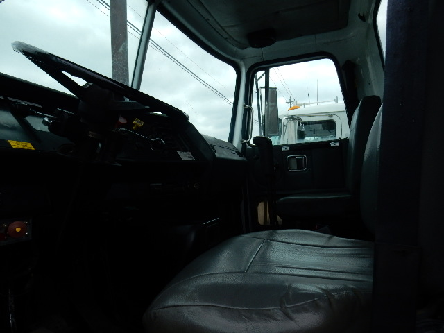 95 VOLVO GRAPPLE 8597 INTERIOR (2)