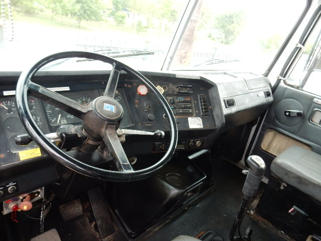 95 VOLVO GRAPPLE 8597 INTERIOR (3)