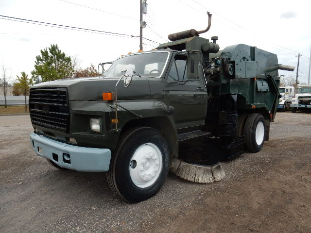 83 FORD F700 SWEEPER 7531 (3)