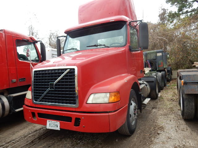 Front of 2006 Volvo Yard Mule Yard Jockey Red Truck Tractor