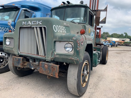 75 MACK R685 DAY CAB 7062