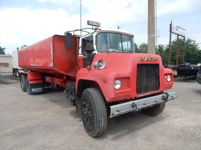 83 MACK FIRE TRUCK 2438 (2)