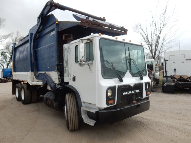 08 MACK MR 688 GARBAGE 1188