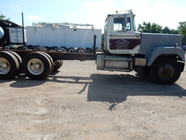 82 MACK SUPERLINER 1092 (4)