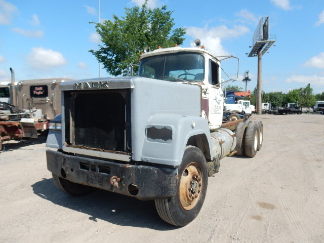 82 MACK SUPERLINER 1092