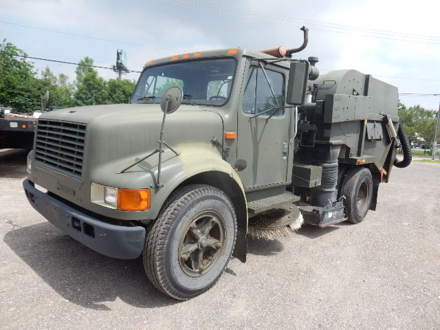 92 INTL 4700 SWEEPER 8825